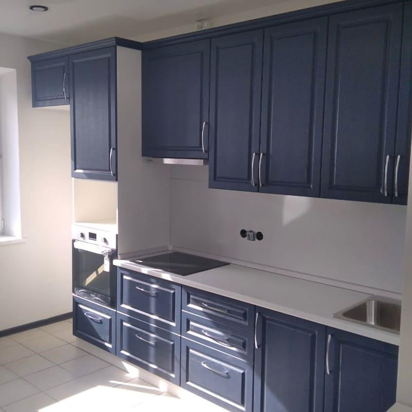 В современных проектах квартир, часто делают маленькие кухни с барной стойкой вместо обеденного стола